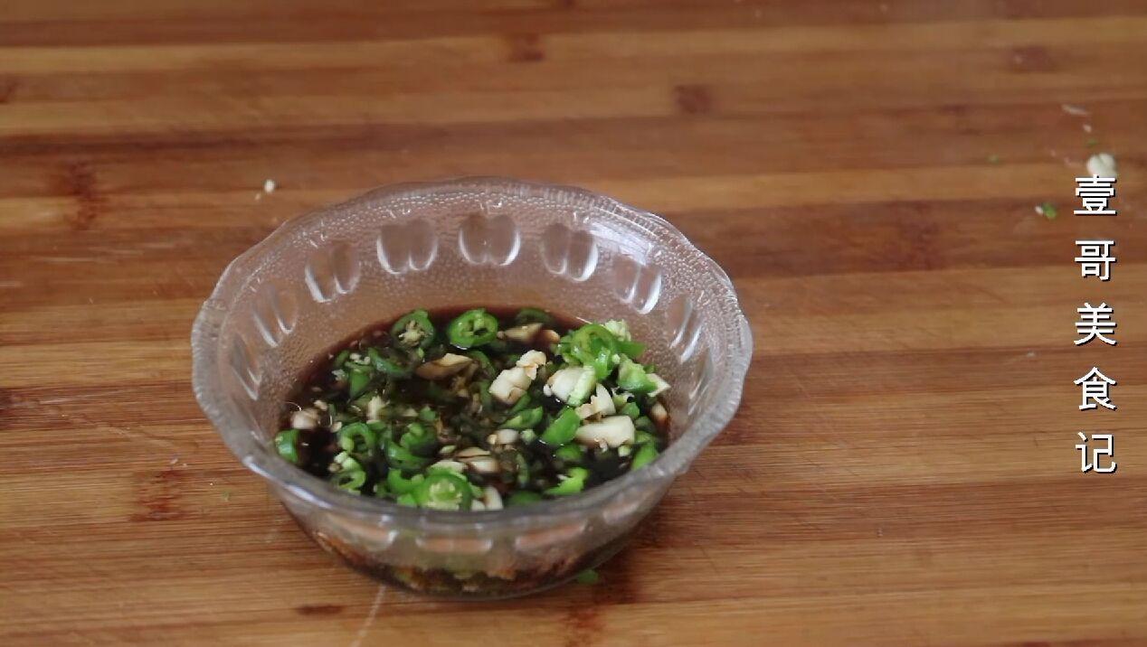 芹菜别炒了,学会这样做,3斤都不够吃,实在太香了,开胃又解馋