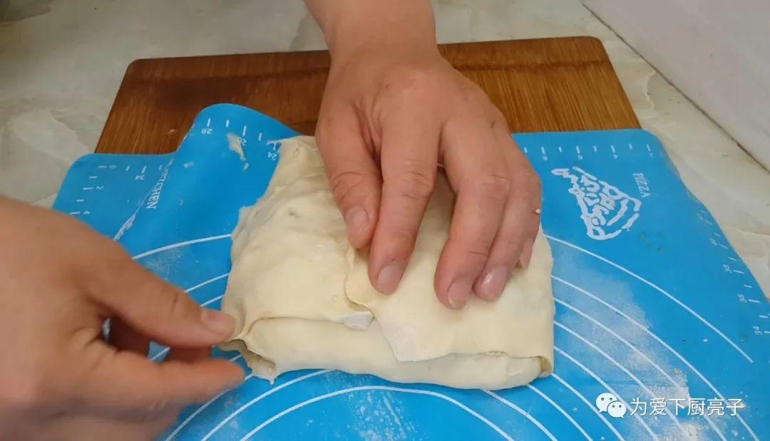 烙千層餅時,切記不要放小蔥,教你一招柔軟勁道,吃著真過癮