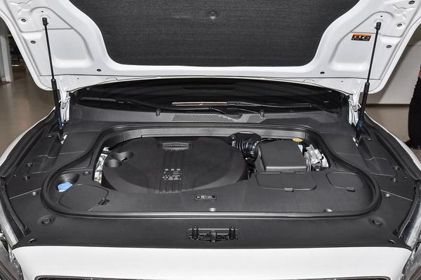 吉利博瑞定位B级车,有着48V轻混动力和1.8T排量可选