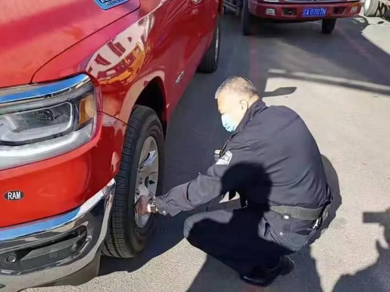 洞察,展示你的技能,承担你的使命,创造安全——记沈阳市公安局交警局车辆管理所民警姜文海