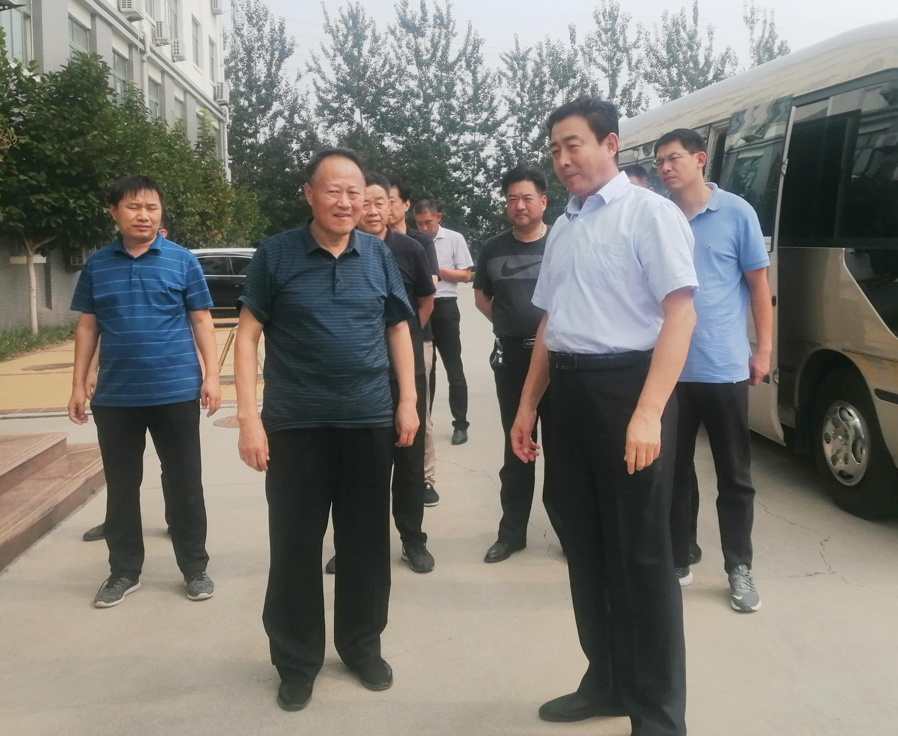 东营市利津县政协领导莅临皇尊庄园参观考察