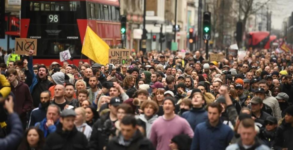 德国英国全都闹翻了!大批民众走上街头,抗议口号也出奇的一致 德国 英国 抗议口号 第2张