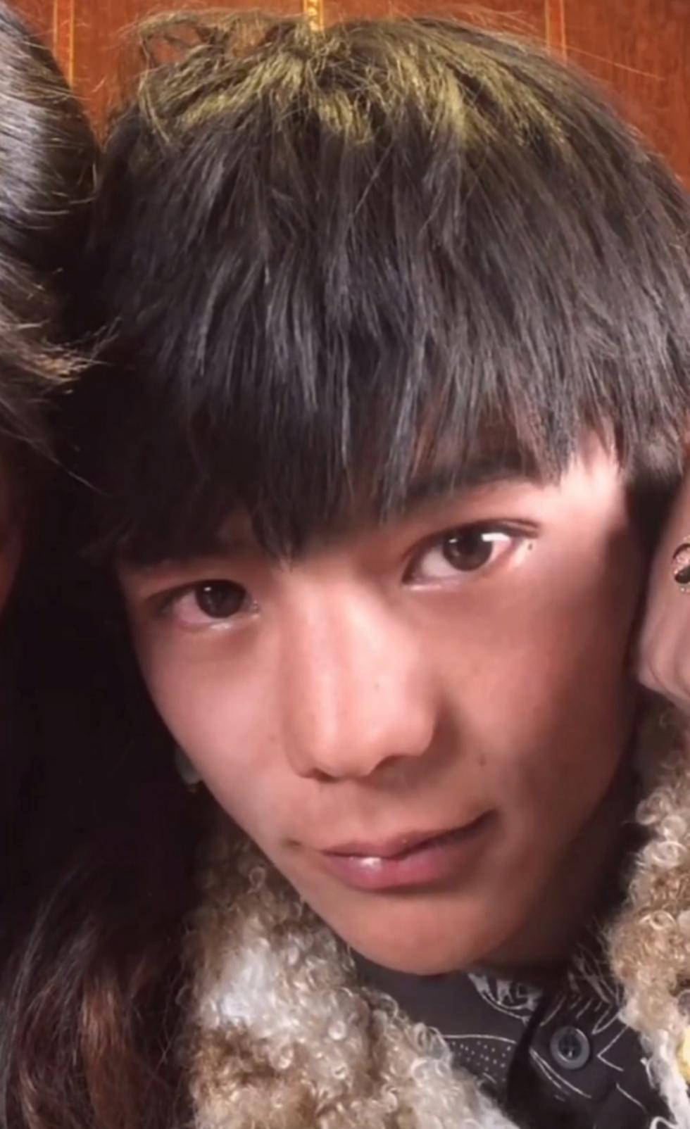 藏族小伙一夜爆红,综艺邀约欲将其打造成明星,本人:想当赛马王子
