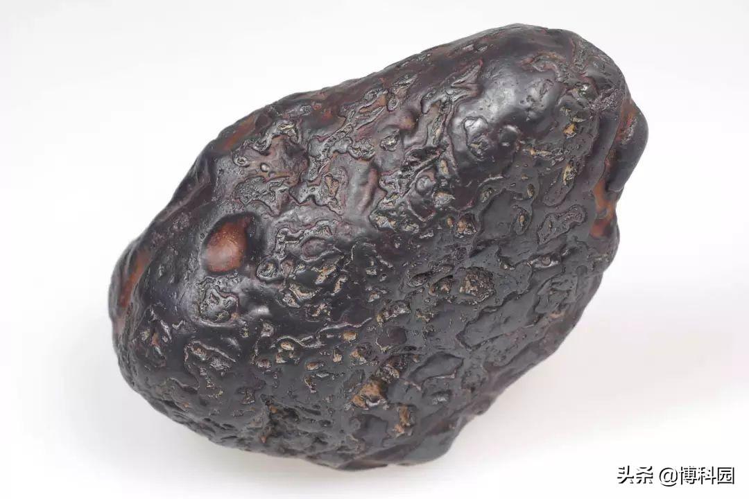 """为什么陨石是锥状?新研究揭示了""""锥形定向陨石""""的答案"""