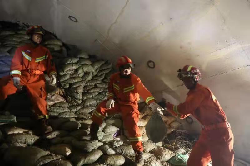 云南红河紧急救援!中联重科ZR220A旋挖钻机快速打通生命通道