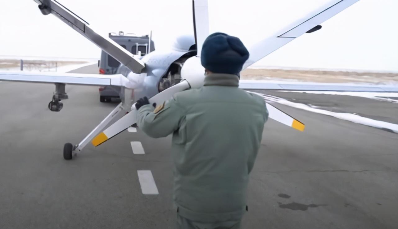 中国造很不错,哈萨克斯坦高调秀翼龙无人机,实战让人连竖大拇指