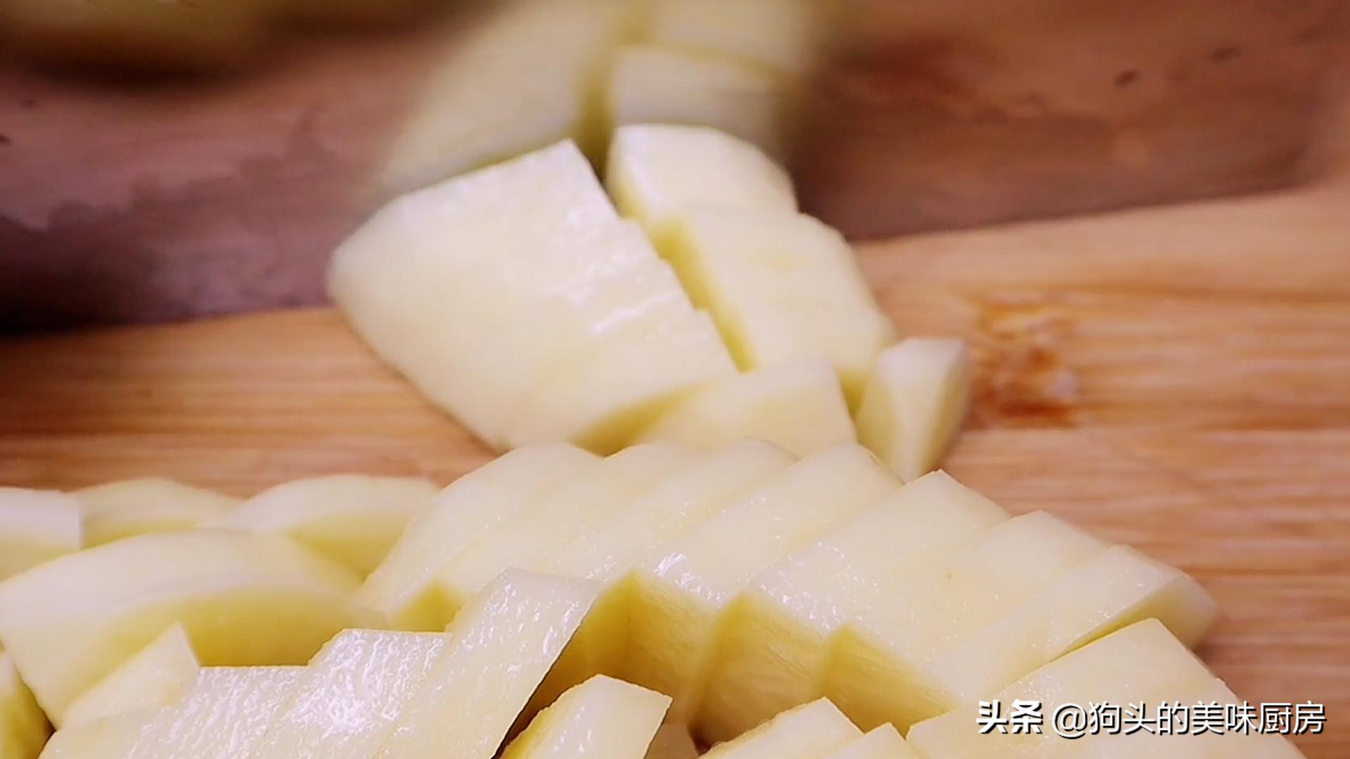 最近土豆很火的做法,不加面粉不加水,咬一口满嘴都是香,真解馋 美食做法 第4张