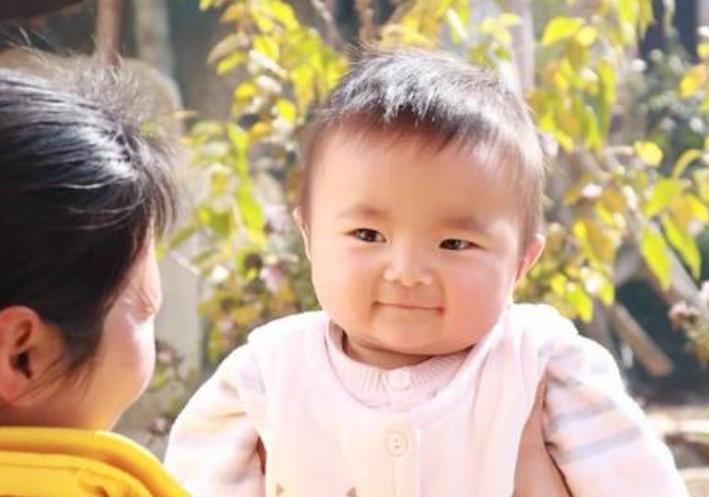宝宝几个月能听懂大人说话?这个月份后,爸妈在娃面前别争吵