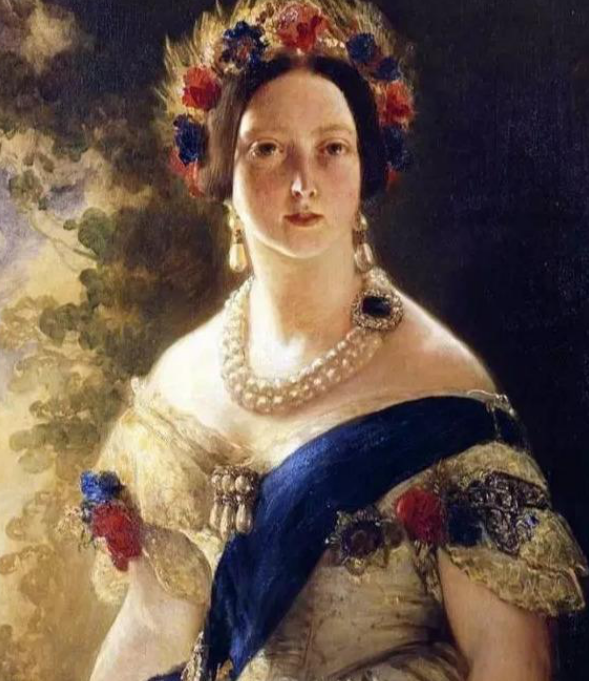 富含浪漫主义的古典珠宝,复古的设计精致而华丽,美得令人惊叹