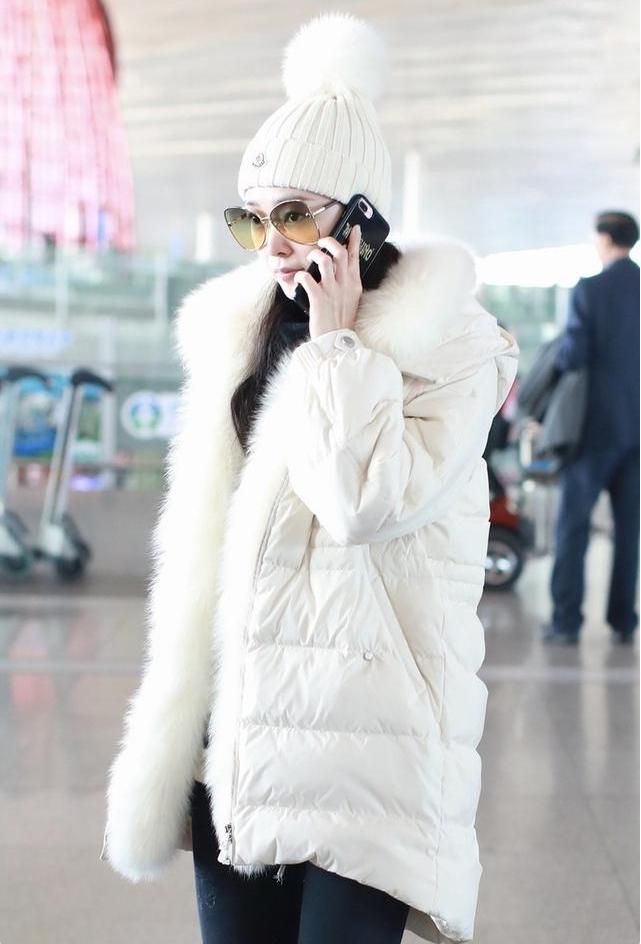 """31岁宋轶穿""""鱼骨""""收腰羽绒服,显瘦又防寒,网友:这才是冬天"""