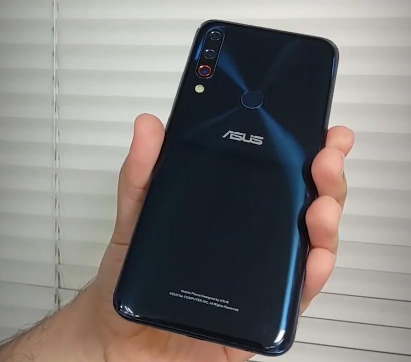 asusZenfone6外型泄漏:一款能逼死强迫症的手机上
