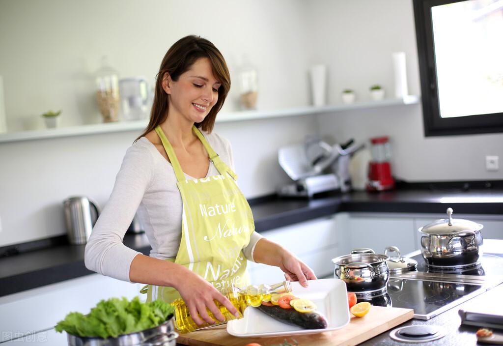 """女性进入更年期以后,营养不良容易找上门,这样""""补"""",更健康"""