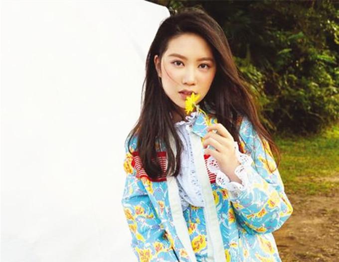 進娛樂圈? 甄子丹女兒17歲生日,高調開社交賬號,分享跳舞MV