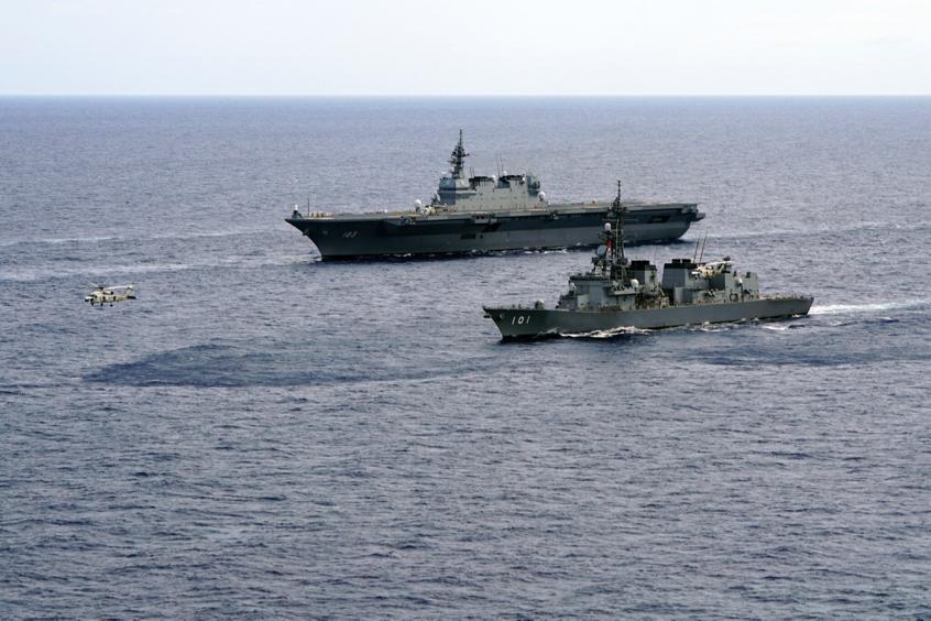 055大驱无视日本自卫队,穿越对马海峡,印媒:对美日发出警告