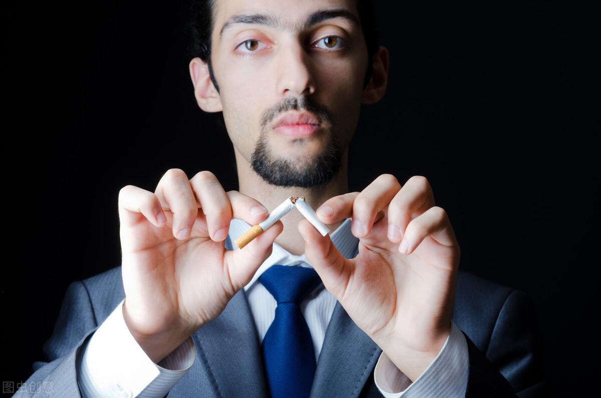每天抽烟的人,如果无法完成2个简单动作,说明该考虑戒烟了