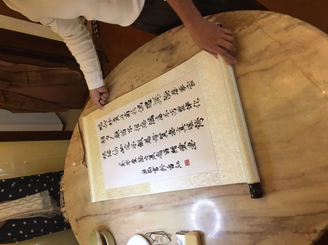 叶德平:欣然趣自得,其乐胜书画,香港的字画装裱技艺好在哪里?