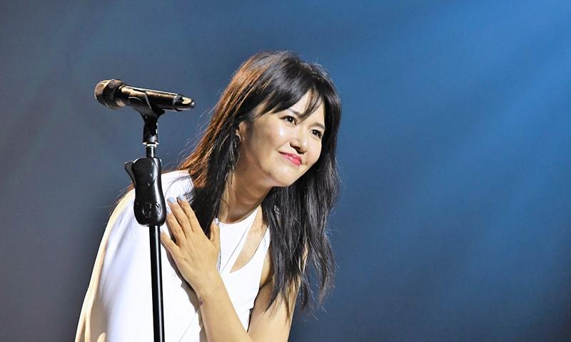 中国流行歌手谭维维的新歌向家庭暴力受害者发出声音