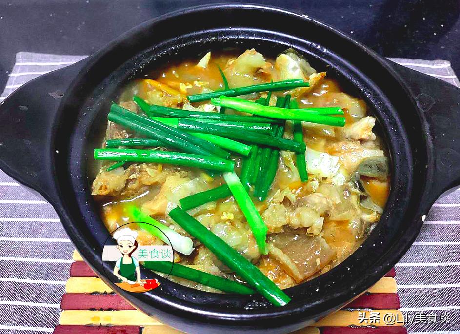 魚頭豆腐煲此做法,不加一滴水,燜一燜就好,鮮香營養,家人愛吃