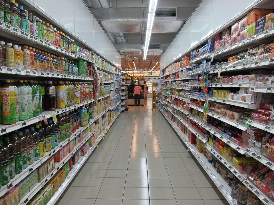 9毛的雪碧,11元一盒面膜,临期产品真是线下超市的好生意吗?