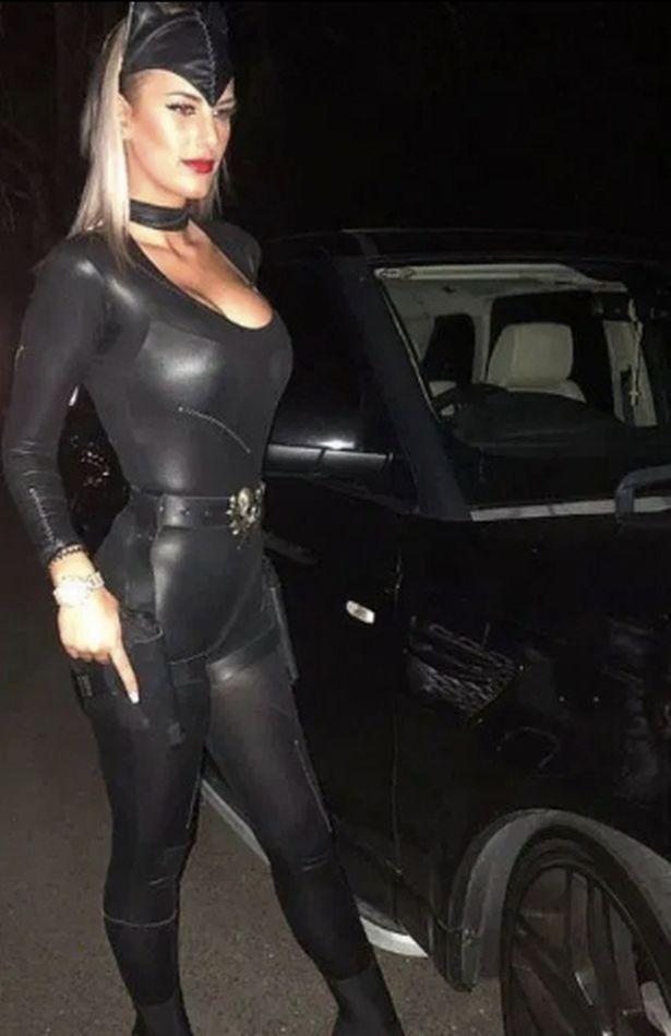 澳洲美女扮猫女在社媒上红极一时,却因参与蒙面抢劫锒铛入狱