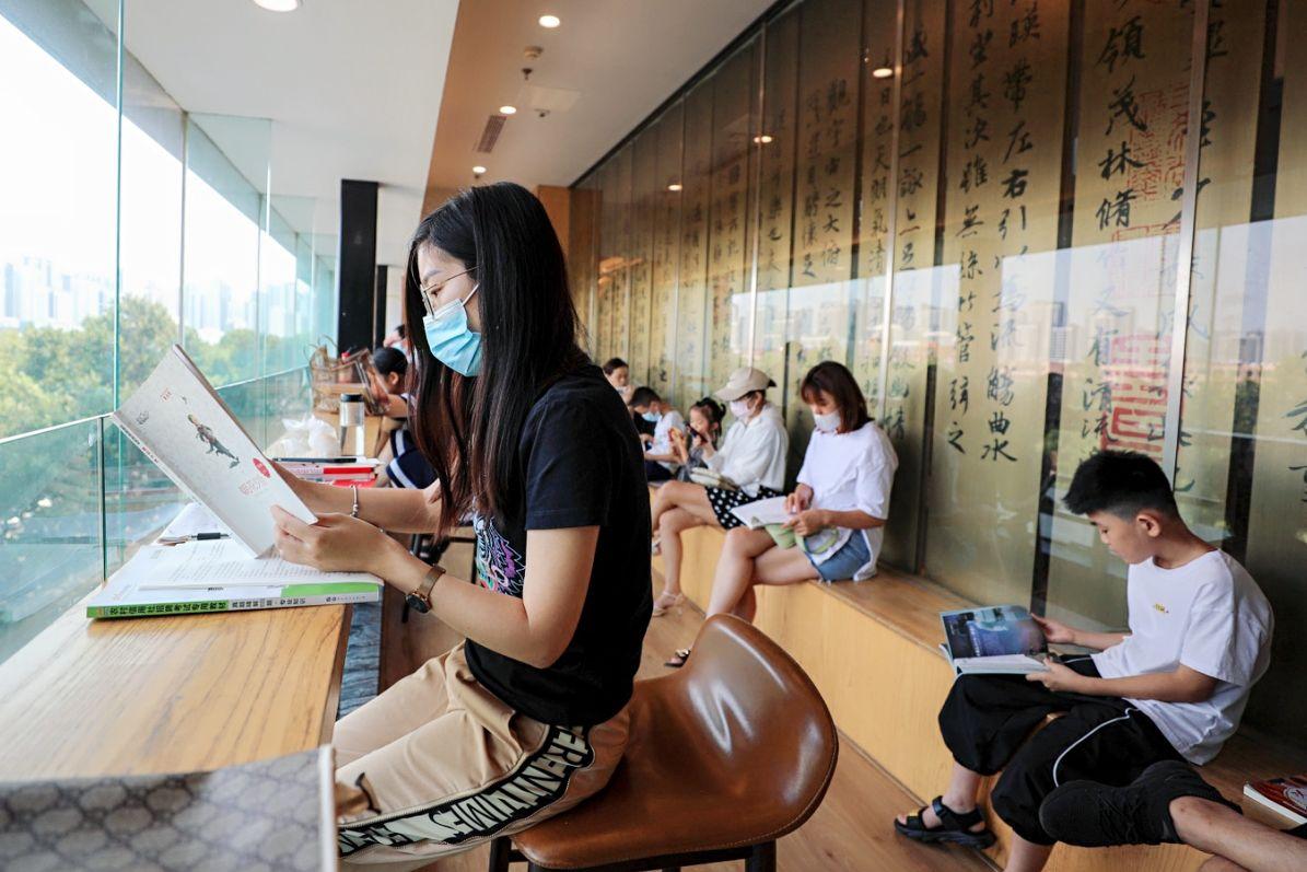 临沂:第33届沂蒙夏季书市开市 10万余种图书供市民选择