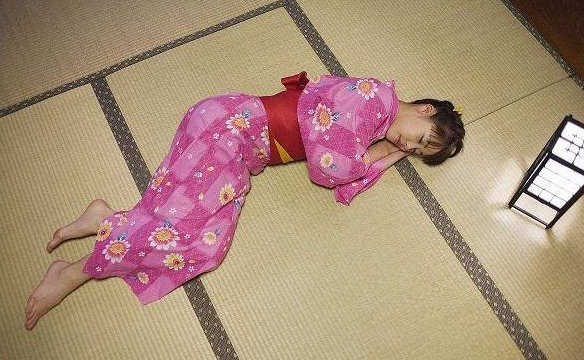为什么日本人喜欢睡地板而不是床?导游说出答案:原因有3个