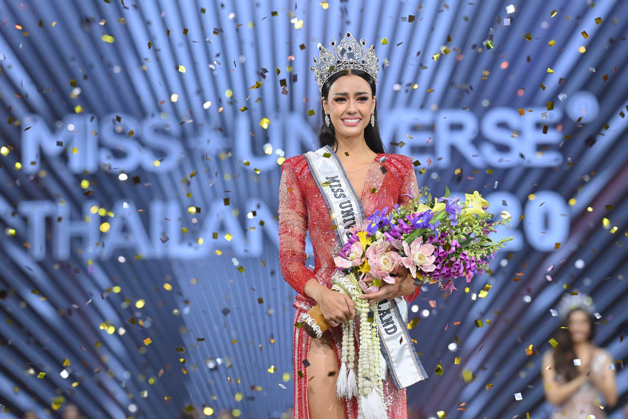 泰国环球小姐冠军出炉!她戴75万钻石大王冠,穿闪片红裙秀身材