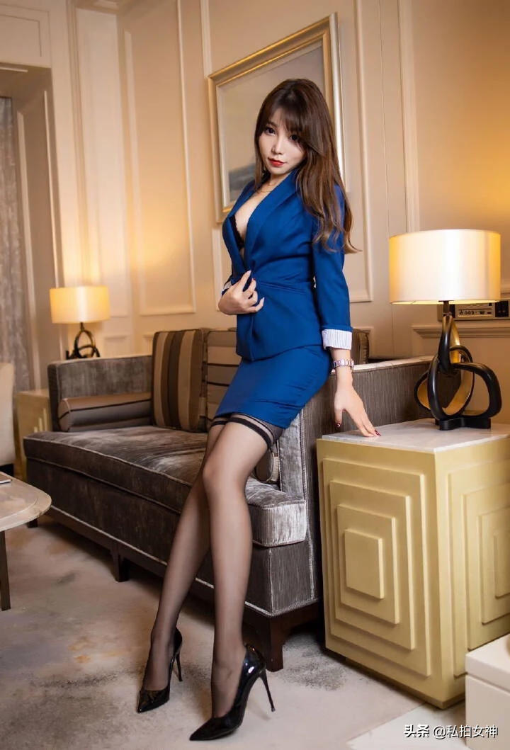 蓝色职业装美女性感写真集