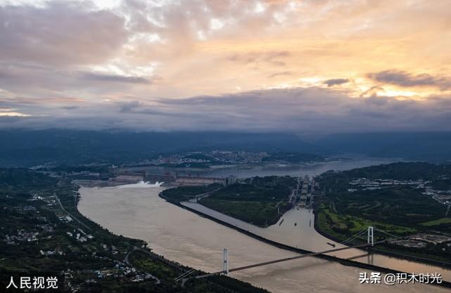 一组图带你看,湖北宜昌三峡迎来2020年首次泄洪,雄伟壮观