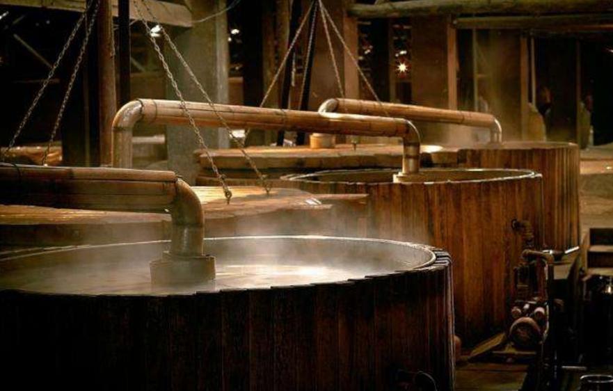 """吉林九台农商银行推出""""九牧宝""""肉牛活体抵押贷款产品""""五斤粮食""""酿""""一斤酒"""",为何如今的酒厂,难以见到酒糟的身影"""