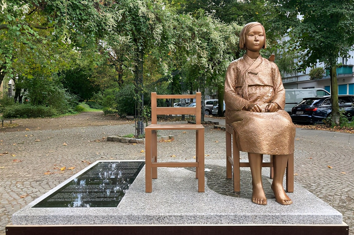 """日本向德国施压,要求拆除""""慰安妇""""铜像,大批民众自发请愿"""