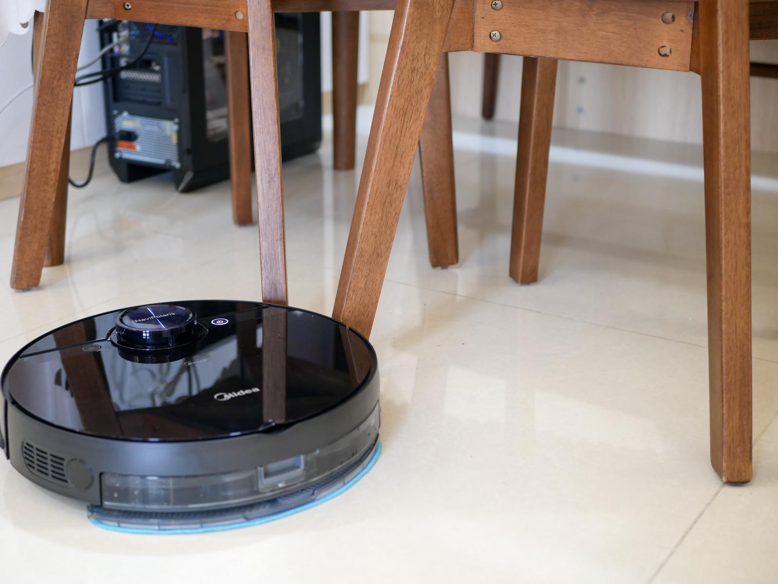 猝不及防!美的杀入扫地机器人市场:4000pa吸力、AI路径规划