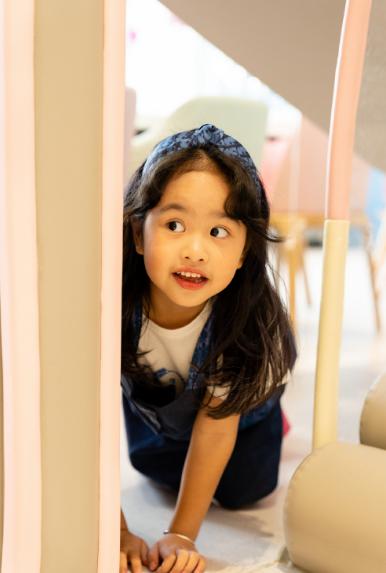 包文婧攜女兒錄視頻,餃子變媽媽小姐妹幫打下手,文靜優雅超淑女