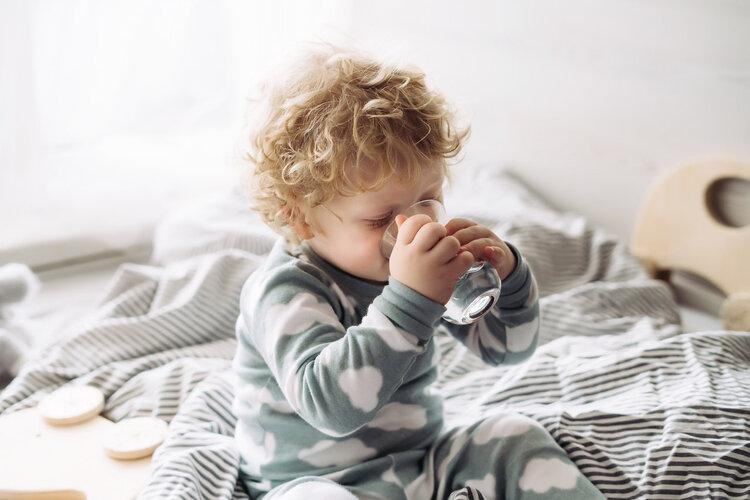 起床后先刷牙还是先喝水?不刷牙就喝水会怎样?希望你早点知道
