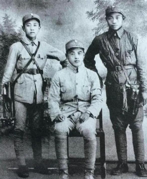 红军班长被撤职,师长安慰他,38年后,师长成副国级班长成正国级