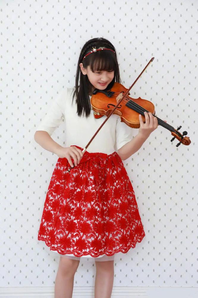 张亮女儿真会打扮,6岁生日穿公主裙出镜好甜,模样酷似哥哥天天