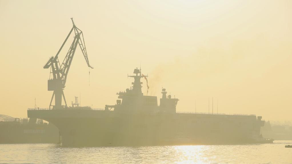 这就是中国速度!075二号舰首次海试曝光,三款舰载机备受期待