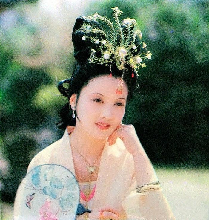 赵姨娘替儿子讨妾,遭到贾政拒绝后,她说出了宝玉的秘密