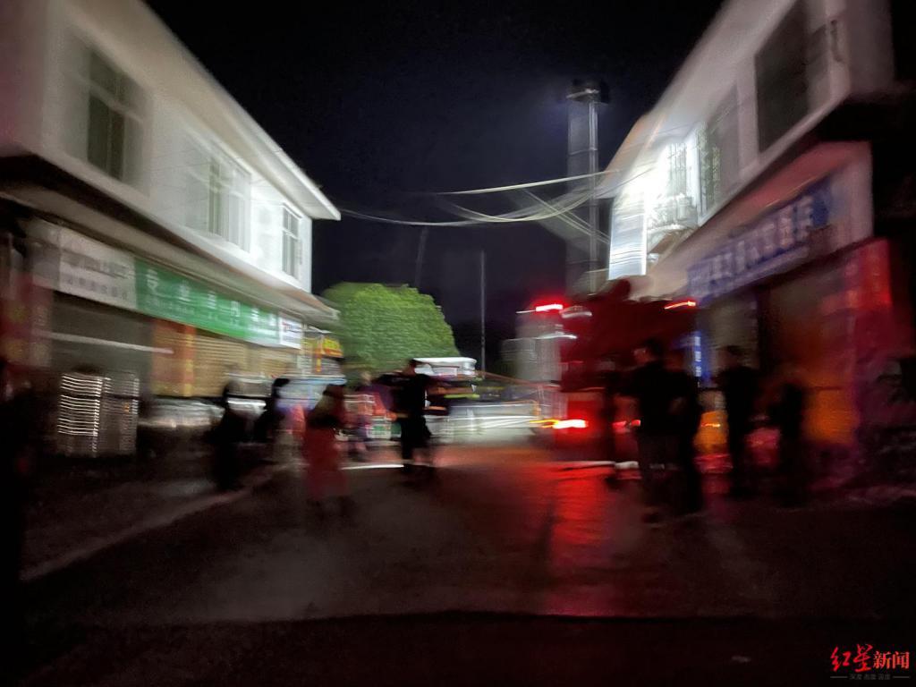 封面新闻报道 宜宾长宁一食品厂发生疑似中毒事件致5人死亡