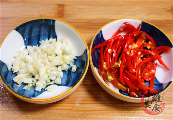 炒酸辣土豆丝,最忌直接下锅了,饭店大厨教你诀窍,好吃又爽脆 美食做法 第3张