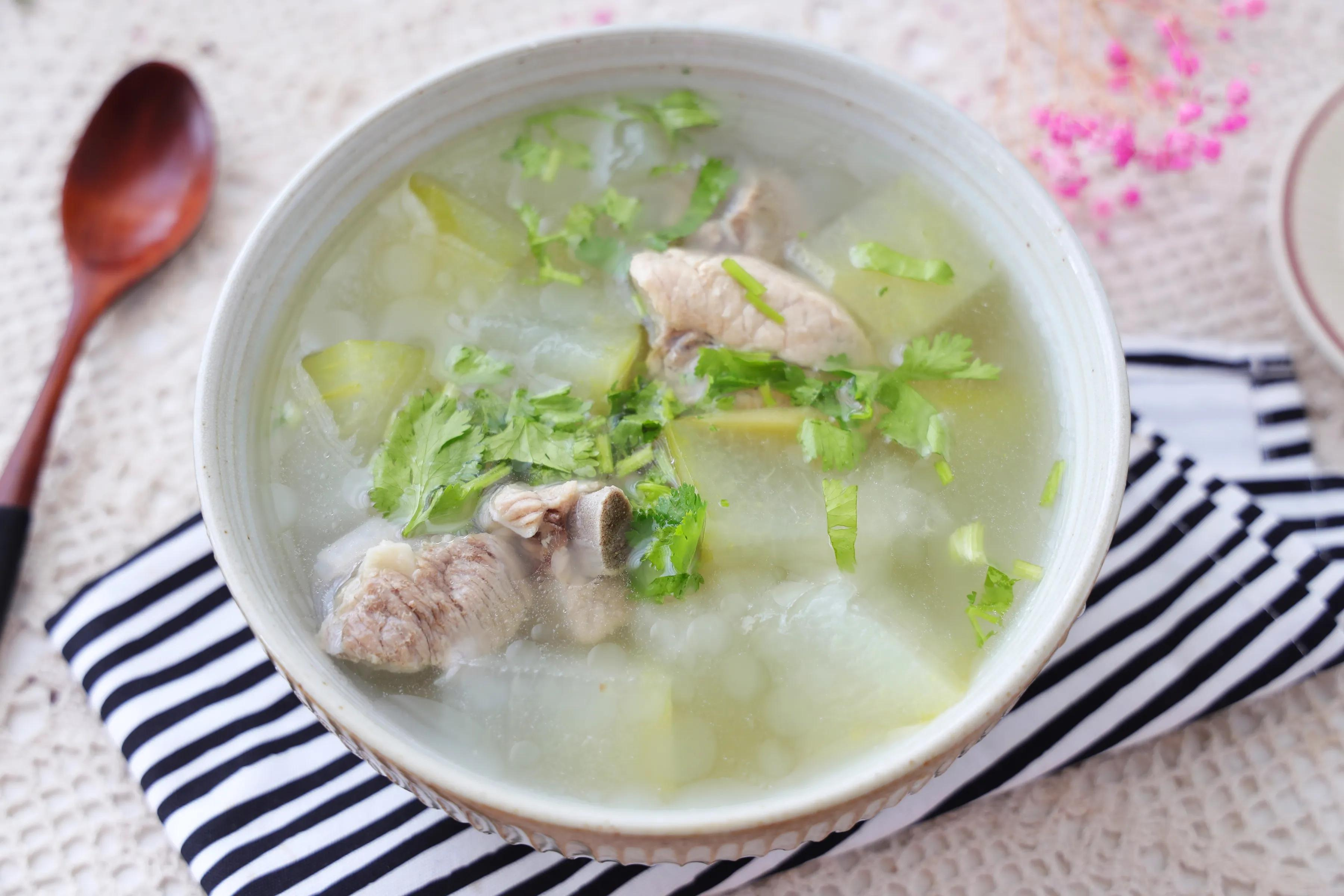 夏天太爱喝这碗汤了,清淡爽口不油腻,还能清热下火,一定要多喝 美食做法 第1张