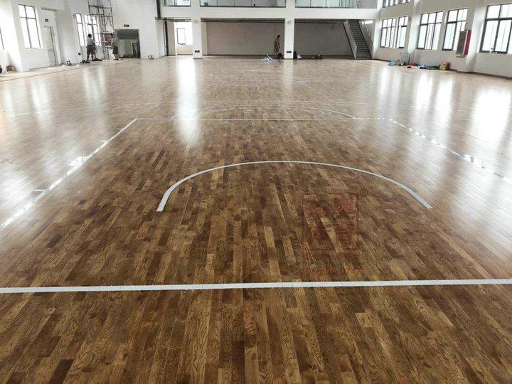 东奥体育|运动木地板水性漆使用介绍