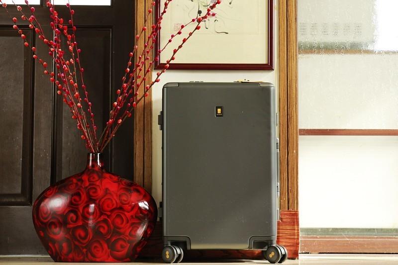 有你相伴 真好 地平线8号POWER系列行李箱