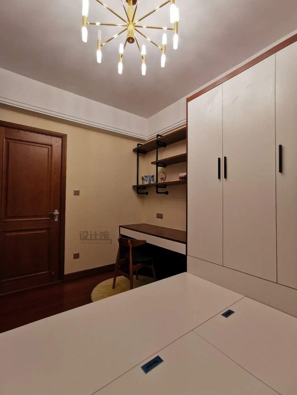 定制衣柜,颜色没选对,再美的卧室也白费