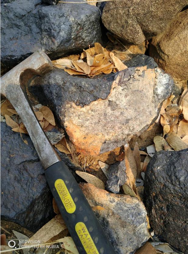 安哥拉库内内省希塔多钒钛磁铁矿考察小结