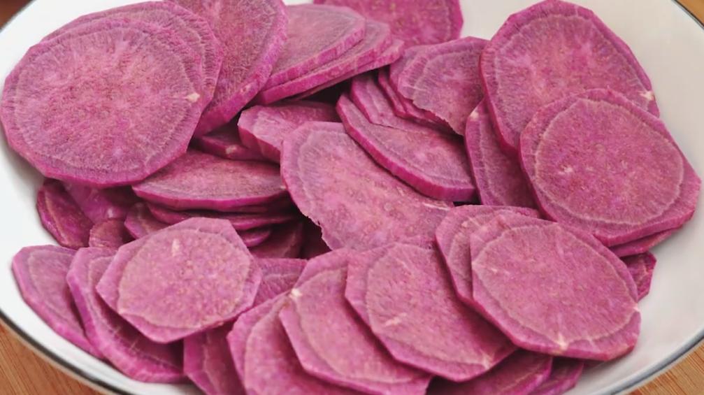 秋天土豆学会这样做,加1个紫薯,软糯香甜又筋道,孩子特爱吃