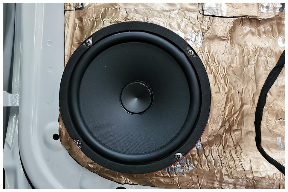 合众哪吒U音响隔音双升级,精细工艺完美视听双体验