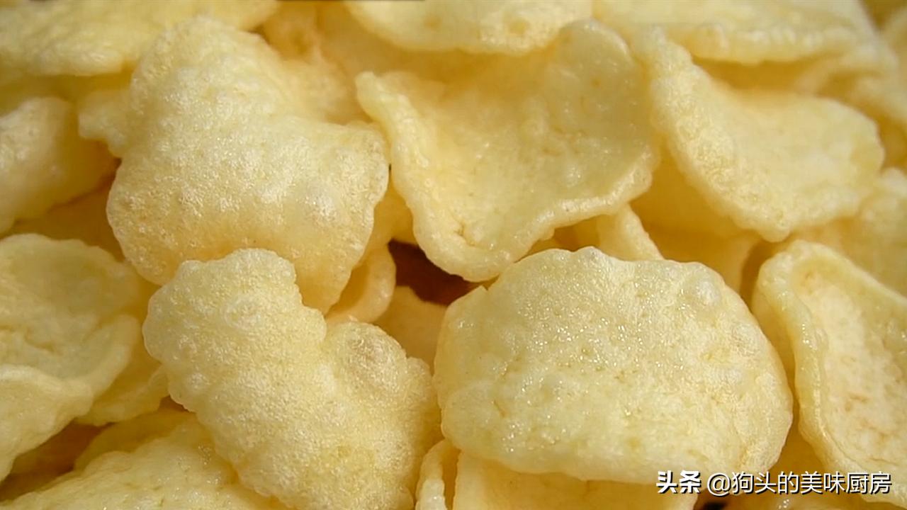 想吃薯片不要买了,用4个土豆做一锅,20秒出锅,放一个星期还脆 美食做法 第3张