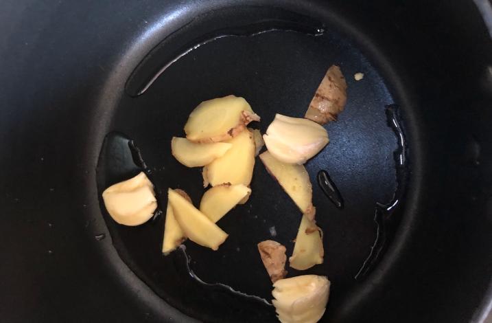 白萝卜炖牛腩的做法