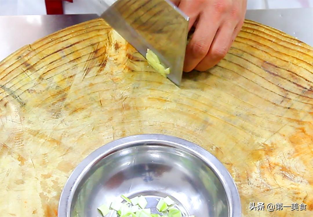 做孜然羊肉,要不要先滑油,厨师长分享地道做法,鲜嫩滑口又不膻 美食做法 第5张